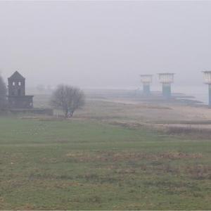 Am Rhein neue Kokerei / alter Fähranleger